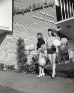 Palmer opening – advance balloon girls: Milly Tonne, Evelyn Taylor