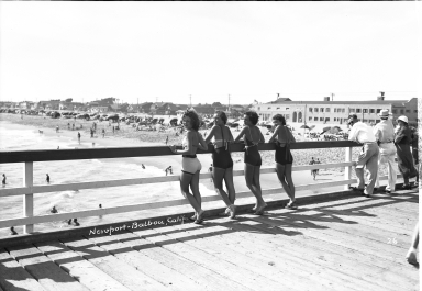 Models posing on the Balboa Pier