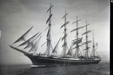5-masted Kobenhavn, trained naval cadets, East Asiatic Company, at sea