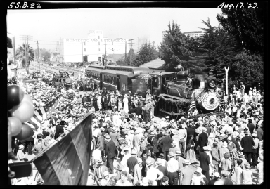 Old Spanish Days: train arrival, crowds