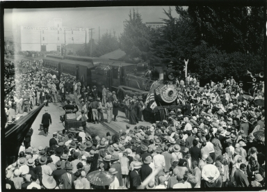 Old Spanish Days: large crowd greeting train