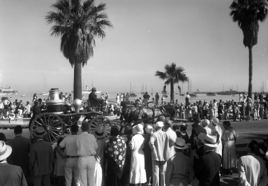 Old Spanish Days: parade along waterfront, spectators