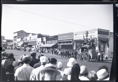 Old Spanish Days: stagecoach in parade, spectators