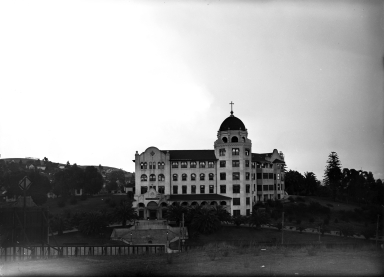 Sisters' Hospital, founded 1857, on Sunset Blvd, became St. Vincent's Hospital in 1918