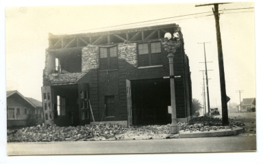 Earthquake damage to a firehouse in Long Beach