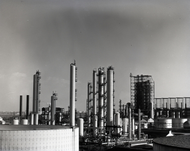 Richfield Company refinery, gasoline cracking towers and other refining structures.