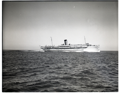 Steamship <i>Avalon</i> ferrying passengers between Los Angels and Santa Catalina Island.