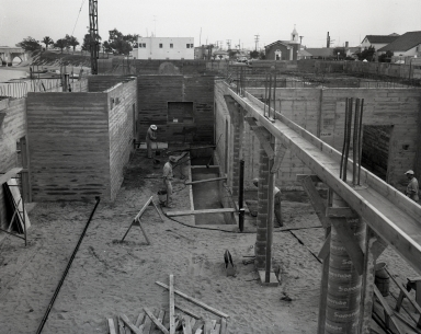 Construction of the Newport Balboa Savings and Loan building – stripping forms (664).