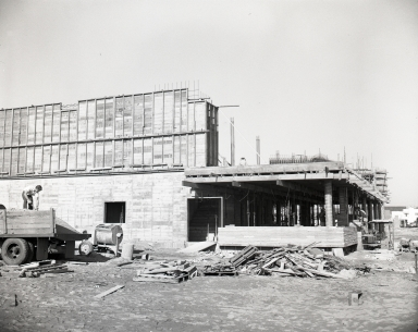 Construction of the Newport Balboa Savings and Loan building - upper walls (691-692).