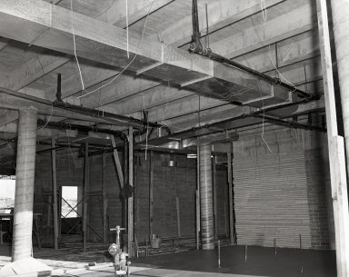 Construction of the Newport Balboa Savings and Loan building – interior ducts and lathe. (729-731).