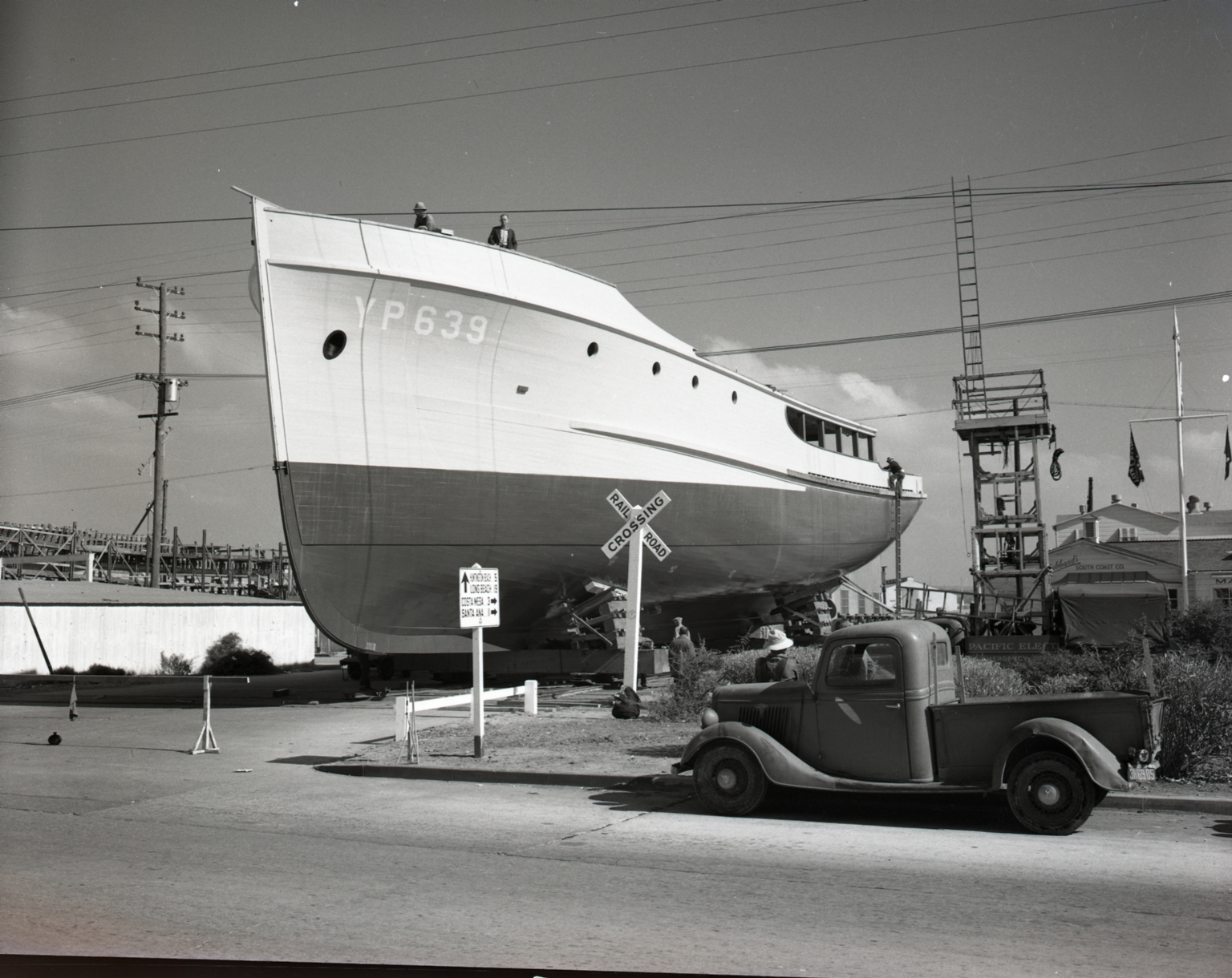 Moving a Yard Patrol boat (YP 639) build by Hubbard's South Coast Company for the US Navy.